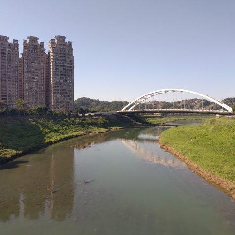 台湾新北市汐止の橋から